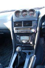 Головное устройство JVC могло бы идеально вписаться в центральную консоль Mazda RX-8, но отлично гармонирует и с функциональной начинкой панели Skyline