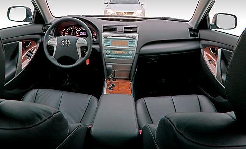 Парный тест Ford Mondeo 2.5 vs Toyota Camry 2.4