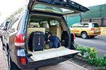 Амортизаторы помогут сложить сиденья третьего ряда, увеличив объем багажника с куцых 259 л до 701 л (при обоих поднятых креслах).