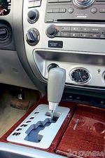 Пятиступенчатая коробка готова работать как в автоматическом, так и в ручном режиме. А щелкнув переключателем на центральной консоли, водитель может сделать машину задне-или полноприводной, включить понижающую передачу или доверить электронике распределять крутящий момент по осям.