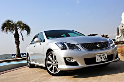 Toyota Crown 3.5 Athlete G package.