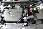 На фотографии двигатель MZR25L. Хотя модифицированный мотор 25L и прошел «звуковую подготовку», тем не менее, она еще далека от совершенства. По крайней мере, звук работающего двигателя 20L впечатляет больше, но это и понятно — ведь он сделан, прежде всего, в расчете на автомобиль в кузове родстер.
