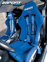 Сиденя Bride в Nissan 350Z.