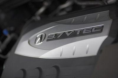 Для выполнения обгонов и маневров 3,7 литрового двигателя, развивающего 300 л.с. более чем достаточно.