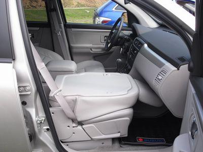 Салон у Suzuki — конфетка, весь раздвигается, раскладывается, складывается. В одно движение кресло пассажира спереди трансформируется в столик, на пикниках — вещь отменна. Но не только конфигурации салона помогут вам приятно провести время на природе.