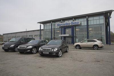 Автомобили на тест-драйв были предоставлены компанией «Альтаир-Авто», официальным дистрибутором Mercedes-Benz на Дальнем Востоке РФ.