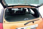 Подняв стекло пятой двери, удобно закинуть в багажник забытую мелочь.