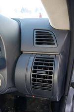 Изменяя направление подачи воздуха, дефлекторы вращаются прямо в панели.