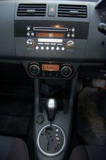 4-ступенчатый «автомат» Suzuki довольно деликатно обращается с крутящим моментом. В то же время его нельзя назвать медлительным, и он «скрашивает» нехватку тяги на низких оборотах.