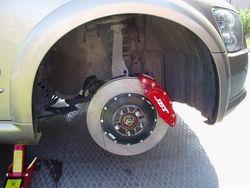 Передние тормоза JBT установлены.