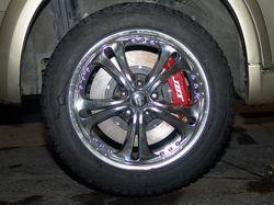 Заднее колесо с новыми тормозными механизмами. Резина зимняя.