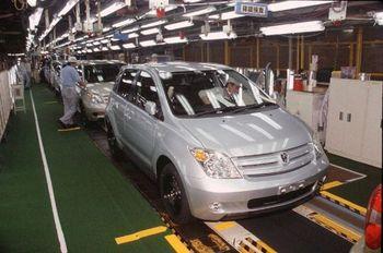 Японский завод Такаока компании Toyota. Фото со сборочной линии автомобилей Toyota ist и Scion xD