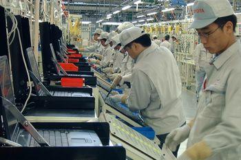 Завод Цуцуми (Toyota). Японские рабочие тренируют рефлексы закручивания гаек.