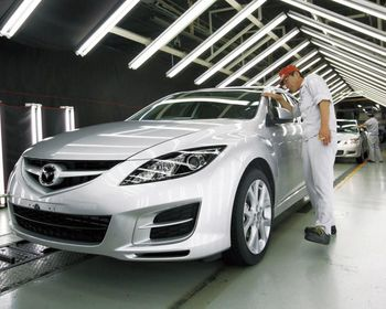 Сборочная линия на заводе Хофу компании Mazda. Тут собирают Mazda6, Mazda Atenza и другие автомобили.