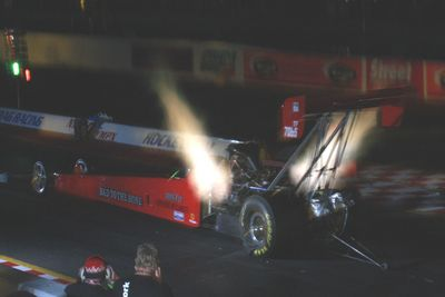 Так выглядит стартующий Top Fuel в темное время суток (Night Show).