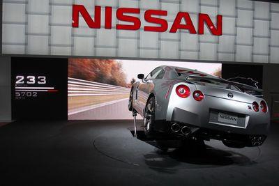 Nissan GT-R демонстрирует прохождение Северной Петли трассы Нюрбургринг.