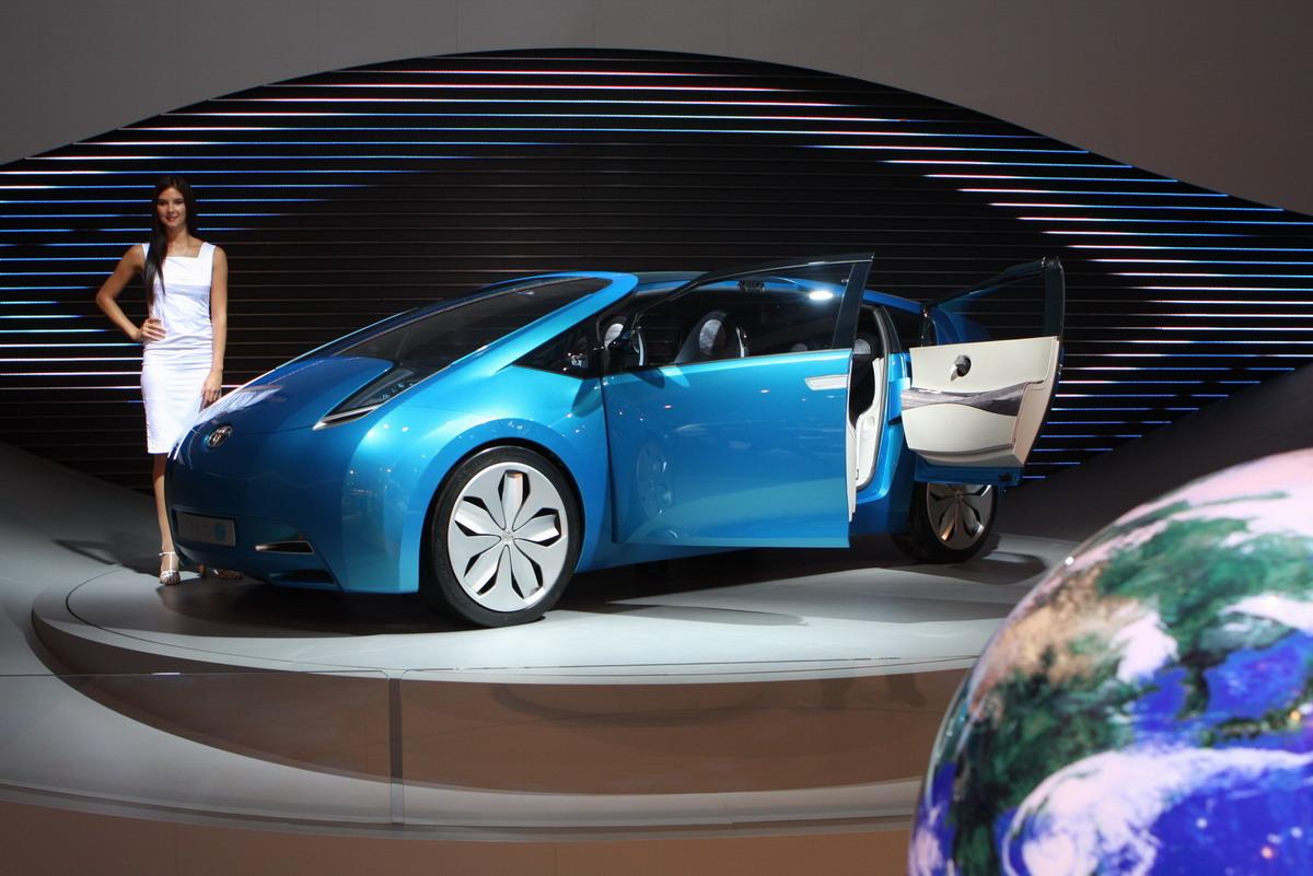 Обзор Московского автосалона Добротный средний уровень Гибридный концепт toyota hybrid x