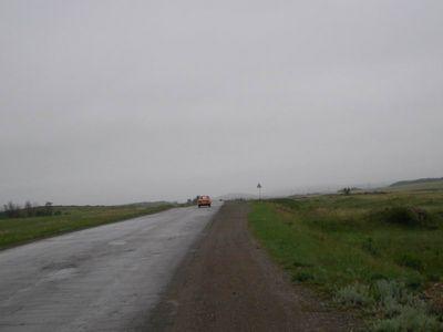 За Сибаем низкие облака загораживали горы и временами спускались на дорогу.
