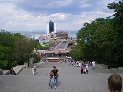 Потёмкинская лестница. Внизу мор. вокзал и гостиница.