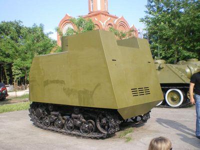 Танк «на испуг». Такие делали в 1941 году в Одессе. Если Одесса – «город-герой», то как назвать тех, кто шел в этих банках в атаку?