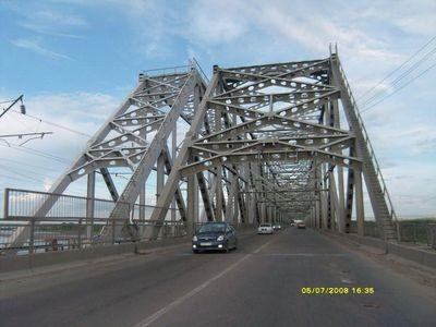Серьезный мост через Днепр в Кременчуге