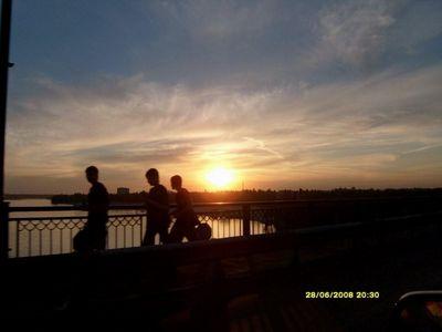 Мост через вечерний Днепр
