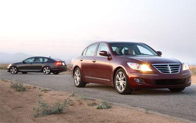 Несмотря на то, что на этом фото Hyundai на переднем плане, Lexus выглядит более авангардно.
