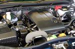 На фотографии 2,4-литровый 4-цилиндровый двигатель новой разработки, принятый на вооружение модельного ряда Escudo. Он развивает мощность до 122 кВт (166 л.с.), пик мощности настает при частоте вращения 6000 об/мин, а наибольший крутящий момент — 225 Нм (22,9 кг-м) при 4000 об/мин. Крутящий момент, кстати сказать, не мешало бы чуть-чуть увеличить.