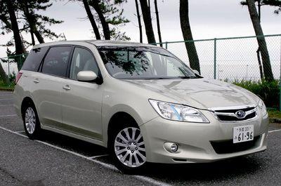 На снимке представлена модель Exiga 2.0i-L с передним приводом. Впечатление от первого знакомства таково: это Subaru, но немного не такая. Хотя если оценивать только ее практические качества как минивэна, то в этом плане все, вроде бы, вполне на уровне.