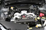 На снимке представлен 4-цилиндровый двигатель DOCH с атмосферным впуском. Его литровый крутящий момент, конечно, не достигает 10 кг-м, но и назвать его слишком маленьким тоже нельзя. Словом, кто бы ни оказался за рулем, вряд ли в этом отношении он испытает разочарование.