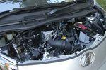 Максимальная мощность двигателя в iQ превосходит Smart на 3 л.с. (68 л.с. при 5800 об/мин), наибольший крутящий момент достигает 9,4 кг-м при 4500 об/мин, что на 0,2 кг-м меньше, чем у Smart. Бесступенчатая трансмиссия iQ выигрывает у 5-ступенчатого «автомата» Smart в плане расхода топлива: при работе в контрольном режиме 10-15 iQ способен пробежать на одном литре горючего 23,0 км, тогда как конкурент «довольствуется» всего лишь 18,6 км.