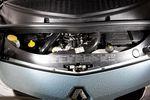 Не стоило так прятать мощный 1,2-литровый двигатель с турбиной в Modus.