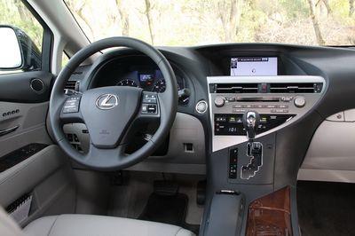 Интерьер кроссовера Lexus RX
