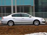 При высоте 1470 мм VW на один сантиметр ниже, чем Toyota.