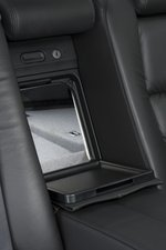 Проем в багажное отделение из салона Honda Legend