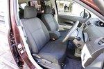 Передний ряд сидений в Daihatsu Boon Luminas