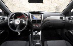 Игровая консоль: для водителей Subaru предусмотрен пульт управления центральным дифференциалом. Ему можно задать режим со смещением большего момента на заднюю ось или 50:50.
