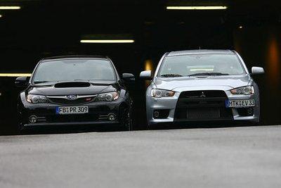С цепи спустили Mitsubishi Lancer Evolution и Subaru Impreza WRX STI Sport, симуляторов раллийных автомобилей.