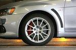 У обоих болидов одинаковые шины: Dunlop SP Sport 600.