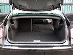 Объем багажного отделения составляет 467 литров. А за счет откидных раздельных спинок заднего сиденья этот объем можно увеличить.