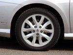 В базовой комплектации Laguna оснащена 16-дюймовыми колесными ободами. 17-дюймовые легкосплавные колеса стоят на моделях комплектаций Dynamique, GT и Initiale.