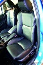 Водительское кресло стало удобнее, задний диван позволит хорошо устроиться двоим рослым путешественникам.