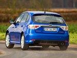 Subaru и Nissan обладают схожими ходовыми характеристиками: с системой ESP они едут уверенно, а без защиты от заносов на поворотах корма стремится наружу.