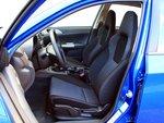 Удобные анатомические сиденья спортивной версии Subaru имеют хорошую боковую поддержку.