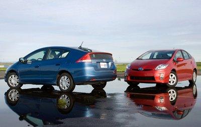 Insight 2010 выиграл первый бой, но с появлением нового Toyota Prius 2010 он рискует потерять звание лидера.