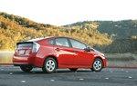 Новая четкая линия вдоль кузова Toyota Prius 2010 делает его неожиданно стильным.