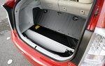 В Toyota позаботились и о том, куда ее сложить в случае максимальной загрузки авто — для нее специальное углубление в полу.