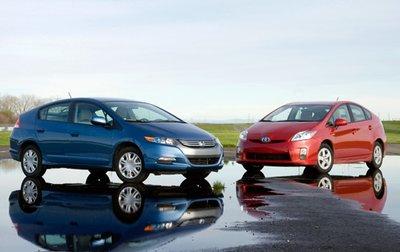 Insight дешевле и чуть веселее, а Prius — более полноценный гибрид.
