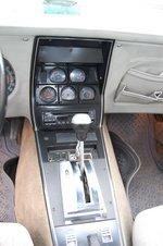 Внешний вид селектора АКП и одно фиксируемое положение на его площадке ассоциируются со специальным драговым «автоматом». Или это трансмиссии драгстеров стали копировать с АКП Corvette?