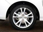 Шины размером 195/45 R16 продаются отдельно. В базовой комплектации установлены колеса 185/55 R15.